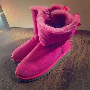 Pink UGGs size 6
